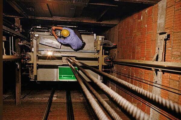 电梯维修技术人员