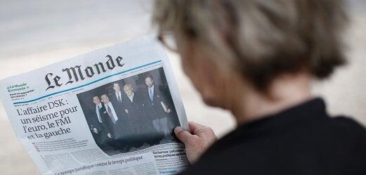 """(根据《世界报》的说法:""""多米尼克·斯特劳斯-卡恩地震""""撼动了整个法国。图片出处:美联社)"""